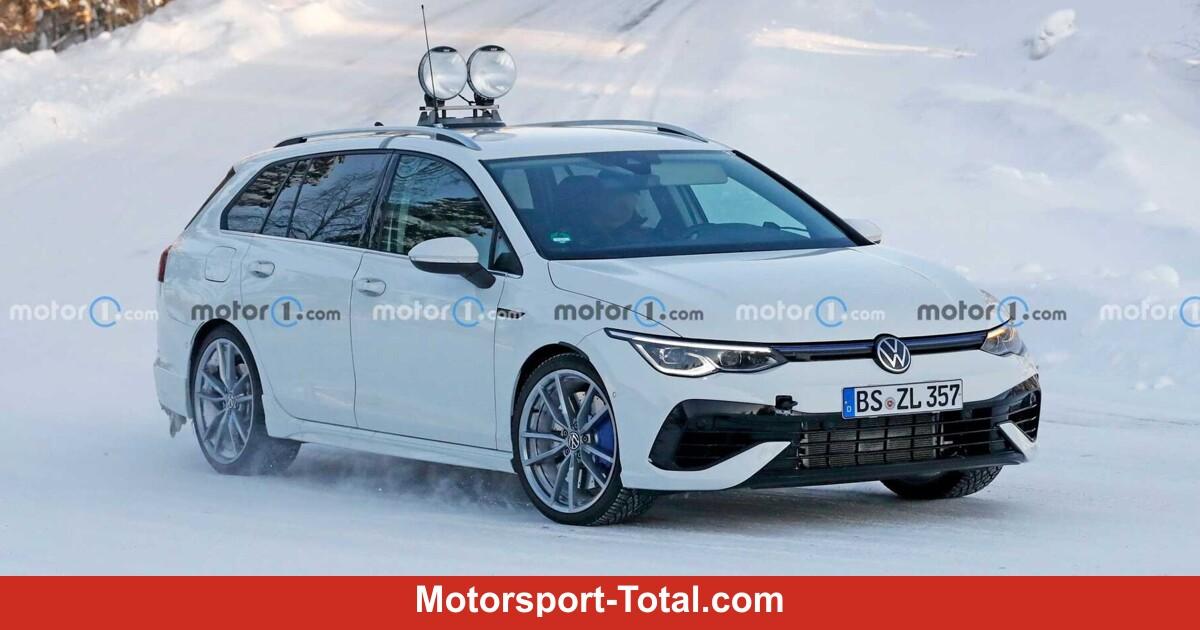 VW Golf R Variant (2021) nahezu ungetarnt erwischt