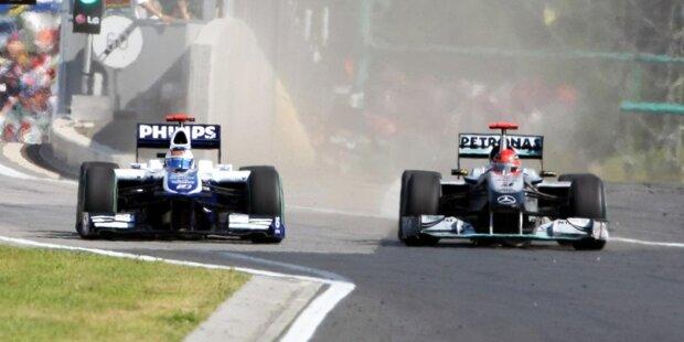 Ein Duell ehemaliger Teamkollegen sorgt für Aufregung beim Grand Prix von Ungarn 2010: Denn Michael Schumacher (Mercedes) will Rubens Barrichello (Williams) einfach nicht vorbeilassen! Schließlich wagt Barrichello eine Attacke ...