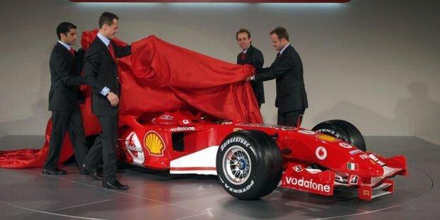 2001: Ferrari F2001. Fahrer- und Konstrukteurs-Weltmeister. Zehn Siege. - Nach Michael Schumachers erstem Ferrari-Fahrertitel seit Jody Scheckter 1979 befindet sich die Euphorie um die Scuderia im Winter 2000/01 auf dem Höhepunkt. Neben geladenen Gästen und Medienvertretern kommen auch 600 Tifosi nach Fiorano, um sich die Präsentation des neuen F2001 anzusehen, mit dem Schumacher die erfolgreiche Titelverteidigung gelingen sollte. Der F2001 kommt sogar noch zu Beginn der Saison 2002 zum Einsatz.