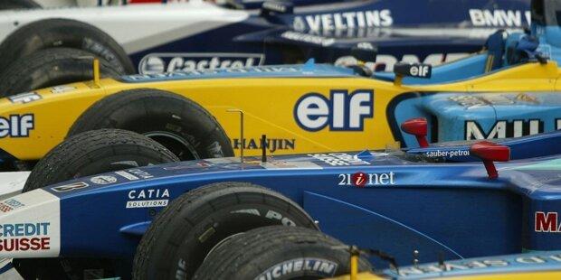 #10: Fahren dürfen nur die Hinterbänkler - Sie ist der große Trumpf der Williams-Mannschaft. Doch nicht nur deshalb will die FIA der aktiven Radaufhängung beim Kanada-Grand-Prix 1993 einen Riegel vorschieben. Die fortschrittliche, aber unglaublich kostenintensive Technik wird von den Kommissaren bei der technische Abnahme als Fahrhilfe eingestuft und bei allen Teams für nicht-regelkonform befunden worden. Gleiches gilt für die Autos, die auf eine Traktionskontrolle setzten.   Hintergrund: Die Systeme beeinflussen hydraulisch die Aerodynamik respektive entziehen dem Piloten teilweise die Kontrolle über den Vortrieb. Es entsteht die Drohkulisse, dass die Scuderia-Italia-Hinterbänkler Michele Alboreto und Luca Badoer die einzigen Starter in Montreal sind. Das Verbot wird bis Anfang 1994 aufgeschoben, dann aber durchgesetzt.