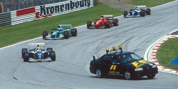 Ein silbernes Safety-Car mit Bernd Mayländer als Pilot - das ist für viele aus der Formel 1 nicht mehr wegzudenken. Doch das war nicht immer so.