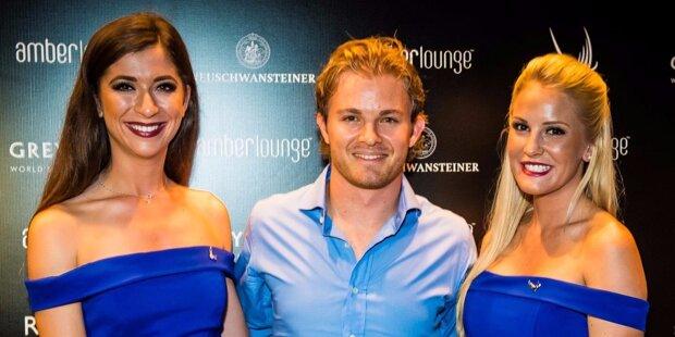 Prominentester Gast der luxuriösen Grand-Prix-Party Amber Lounge war wohl Nico Rosberg, der sich hier mit zwei attraktiven jungen Frauen im Arm ablichten ließ. Er wird doch nicht etwa...?