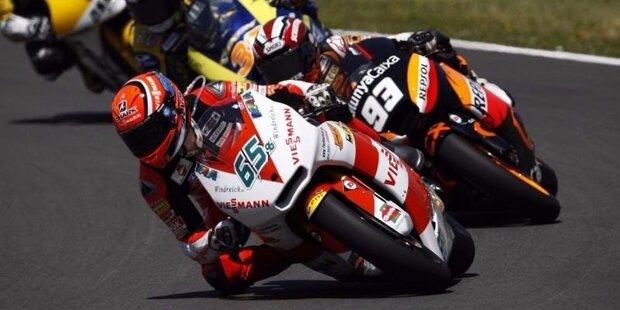 Stefan Bradl wurde am 29. November 1989 in Augsburg geboren und fährt seit 2012 in der MotoGP. Seinen größten Erfolg feierte der Sohn von Ex-250er-Vizeweltmeister Helmut Bradl in der Saison 2011, als er sich zum Moto2-Weltmeister krönte.