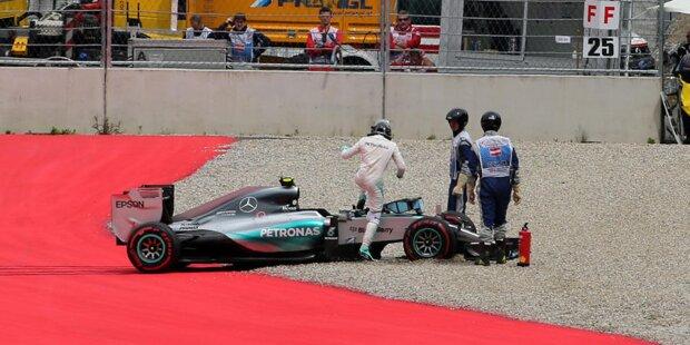 Der Saisonauftakt in Australien gibt die Richtung bereits vor: Lewis Hamilton gewinnt das erste Saisonrennen in Melbourne souverän, während sich Nico Rosberg mit Platz zwei begnügen muss. Im weiteren Saisonverlauf baut der Weltmeister seine Führung immer weiter aus, während Rosberg immer wieder Nackenschläge hinnehmen muss. Wir zeigen euch in unserer Fotostrecke, welches (zum Teil hausgemachte) Unglück den Deutschen 2015 ereilt hat.
