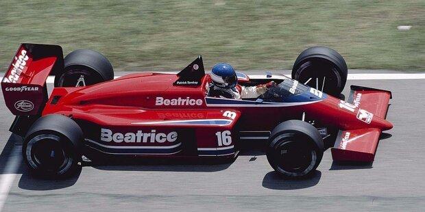 Vor 30 Jahren wagt sich das US-Team von Carl Haas mit Ford-Unterstützung und Ex-Weltmeister Alan Jones in die Formel 1. Es wird zu einem Desaster, nach einer vollen Saison ist Schluss.