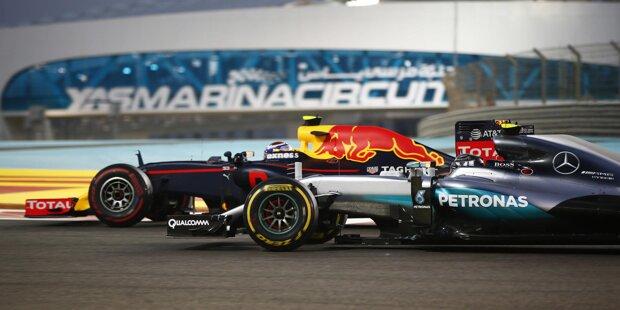 Start zum letzten Saisonrennen: Polesetter Lewis Hamilton kommt am besten weg, Nico Rosberg behauptet den für ihn lebenswichtigen zweiten Platz. Dahinter bremst sich Kimi Räikkönen in der ersten Kurve an Daniel Ricciardo vorbei...