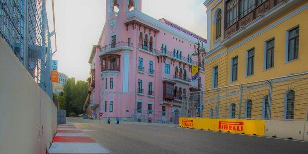 Mit dem Europa-Grand-Prix in Aserbaidschan erobert die Formel 1 2016 Neuland: Das Rennen in der 9,5 Millionen Einwohner zählenden Ex-Sowjetrepublik am Kaspischen Meer ist das erste in der Region und dem Handel mit Rohöl zu verdanken, der das Land reich gemacht hat. Jetzt drängt es mit Großveranstaltungen auf die Weltbühne.