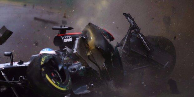 In Runde 17 des Saisonauftakts hält die Formel 1 den Atem an: Von Fernando Alonsos McLaren ist nur noch Schrott übrig. Doch was ist passiert?