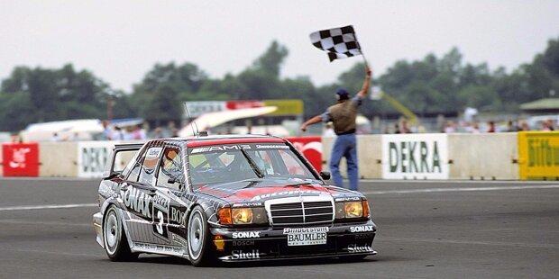 1988 engagiert sich Mercedes mit seiner Tuningschmiede AMG erstmals werksseitig in der DTM. Bester Mercedes-Pilot wird in dieser Saison aber Roland Asch vom Team BMK. Mit einem 190E 2.3-16 wird er hinter Klaus Ludwig Vize-Meister.