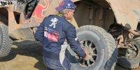 Dakar-Fahrer reparieren ihre Autos selbst!