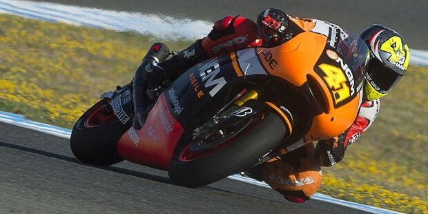 Aleix Espargaro wurde am 30. Juli 1989 in Granollers (Spanien) geboren und ist der ältere Bruder von Pol Espargaro. Seit mehr als zehn Jahren ist er in der Motorrad-WM, aber große Erfolge konnte er bisher kaum feiern.