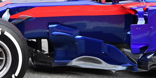 Die Windabweiser zählen zu den wichtigsten und imposantesten aerodynamischen Hilfsmitteln an einem Auto. Wir zeigen euch die Lösungen, die die Teams für 2018 ausgepackt haben: Mercedes F1 W09