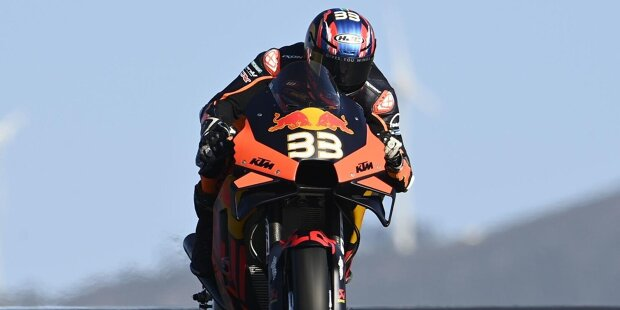 Brad Binder wird am 11. August 1995 in Potchefstroom in Südafrika geboren und hat einen rasanten Aufstieg hinter sich. In der Moto3 wird er souverän Weltmeister und in der MotoGP erobert er den historisch ersten Sieg für KTM.