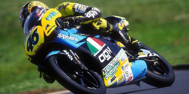 Am 31. März 1996 startete Valentino Rossi in Shah Alam seinen ersten Grand Prix in der 125er-Klasse. Als an jenem Sonntag in Malaysia die WM-Karriere des Italieners begann, waren acht Fahrer des MotoGP-Starterfeldes 2021 noch gar nicht geboren! Wer das ist, erfahren Sie auf den folgenden Seiten: