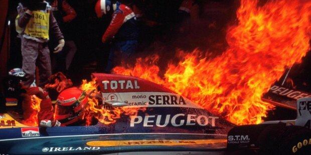 Es ist eines der berühmtesten Bilder der Formel-1-Geschichte: die Aufnahme zum Boxenfeuer bei Jos Verstappens Benetton B194 im Deutschland-Grand-Prix 1994 in Hockenheim. Doch in der jüngeren Formel-1-Vergangenheit gab es noch viele weitere Feuer-Zwischenfälle, wie unsere Fotostrecke zeigt.