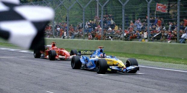 Michael Schumacher bringt sich in Imola 2005 selbst in eine schlechte Ausgangsposition: Durch einen Fahrfehler im zweiten Qualifying wird der Ferrari-Pilot nur 14. und hat am Start eine Menge Arbeit vor sich.
