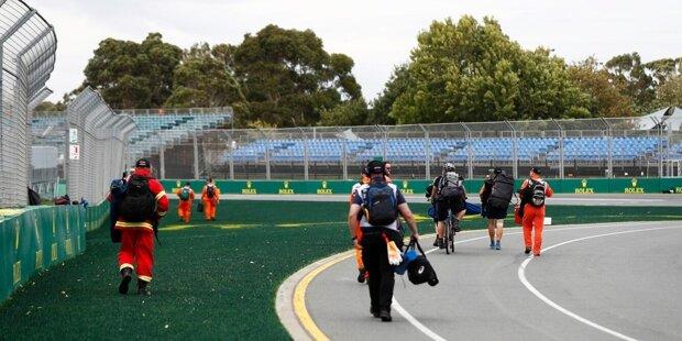 Am Freitagmorgen (Ortszeit) verkündet die Formel 1 die Absage des Australien-Grand-Prix und hält unter freiem Himmel eine Pressekonferenz ab.