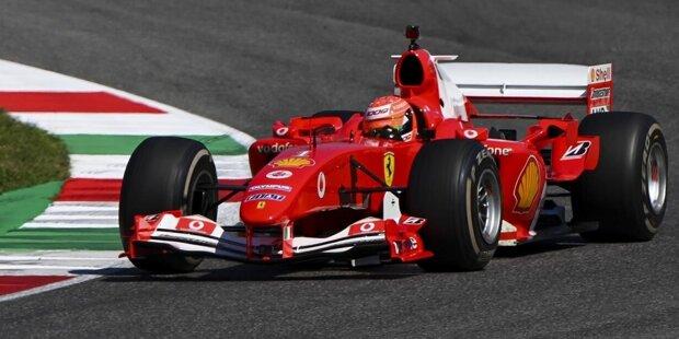 Einsteigen, bitte! Hier sind die schönsten Bilder von Mick Schumachers Demofahrt im Ferrari F2004 in Mugello. Sein Vater Michael Schumacher hat mit diesem Auto 2004 zum siebten Mal die Formel-1-Weltmeisterschaft gewonnen.