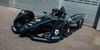 Mercedes Formel-E-Bolide in schwarzem Design