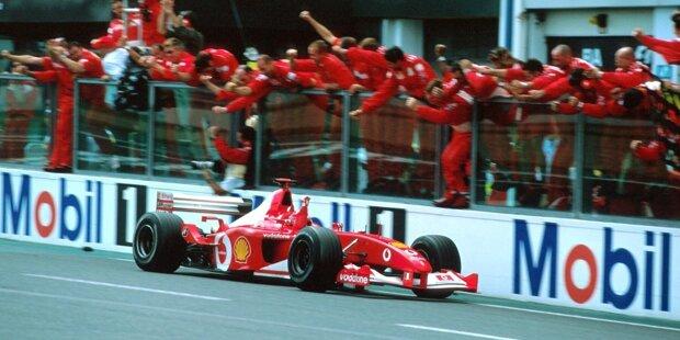 Tödlicher Unfall in Monza (2000): Das neue Jahrtausend hat nicht den besten Start. Bei einem Unfall in Monza stirbt ein Streckenposten, der von einem umherfliegenden Rad getroffen wird. Es ist der erste Todesfall in der Formel 1 seit Ayrton Senna 1994. Beim Saisonauftakt 2001 in Melbourne (Bild) gibt es einen weiteren tödlichen Unfall.