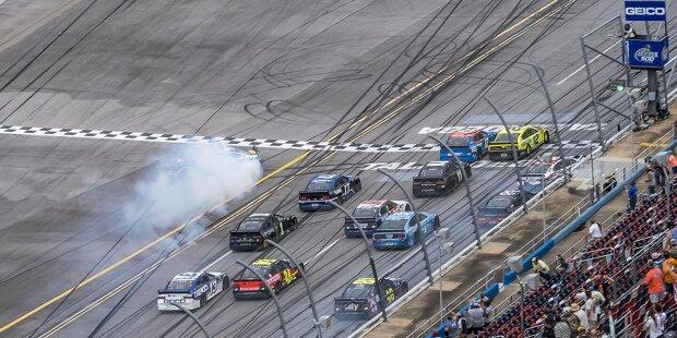 Die zehn knappsten Abstände zwischen Sieger und Zweitplatziertem im Jahr 2020 in den drei NASCAR-Ligen Cup, Xfinity und Truck zeigt unsere Fotostrecke: