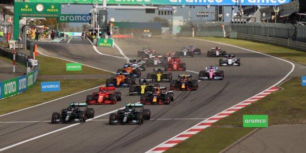Wie sieht der ideale Formel-1-Kalender aus? Bei diesem Thema dürfte jeder Fan eine andere Meinung haben. Die Redaktion von Motorsport-Total.com hat abgestimmt und ihren Wunschkalender für die Königsklasse erstellt. Wie das Jahr bei uns aussehen würde, erfährst du in der Fotostrecke.