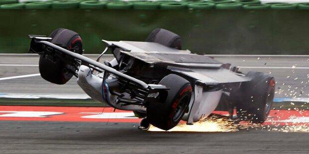 1. Lance Stroll (Bahrain 2020): Nach dem Neustart im Anschluss an den Feuerunfall von Romain Grosjean wird Stroll von Daniil Kwjat auf die Hörner genommen, der in Kurve 8 am Racing Point vorbeigehen will, aber nur dessen Hinterrad trifft und ihn dadurch aushebelt. Das Auto des Kanadiers bleibt auf dem Dach liegen.