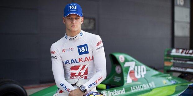 Mick Schumacher durfte am Dienstag in Silverstone im Jordan 191 Platz nehmen und einige Runden auf der britischen Strecke drehen.