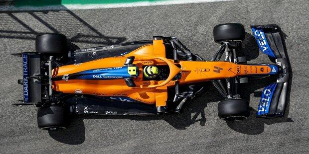 Mercedes: Seit Jahresbeginn mit Z-Unterboden; ab etwa Hälfte des Ausschnitts geht der Unterboden in die Diagonalform über