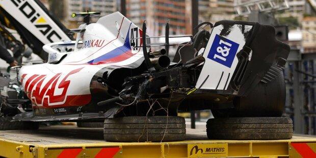 Mick Schumachers Formel-1-Premiere in Monaco steht unter keinem guten Stern: Gleich zwei Mal in drei Trainings landet er in den Leitplanken, aufgrund des zweiten Unfalls verpasst er sogar das Qualifying.