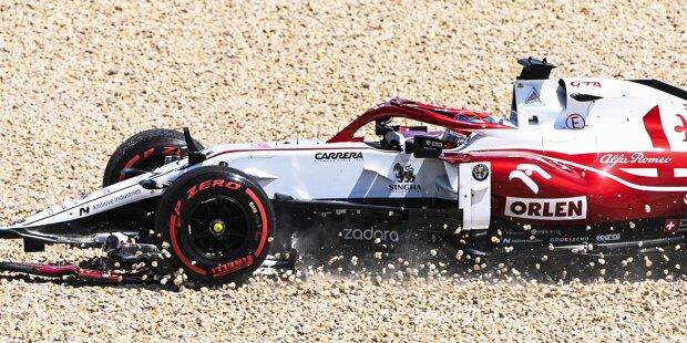"""Kimi Räikkönen (5): Wer auf der Geraden ungebremst in den Teamkollegen kracht, der kann keine bessere Note erwarten. Auch davon abgesehen war es nicht das beste Wochenende des Finnen, aber mit der """"Todsünde"""" am Ende der ersten Runde stand seine Note dann unabhängig davon sowieso fest."""