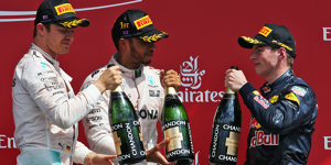 Max Verstappen: Team holt Silverstone-Pokal bei Rosberg ab