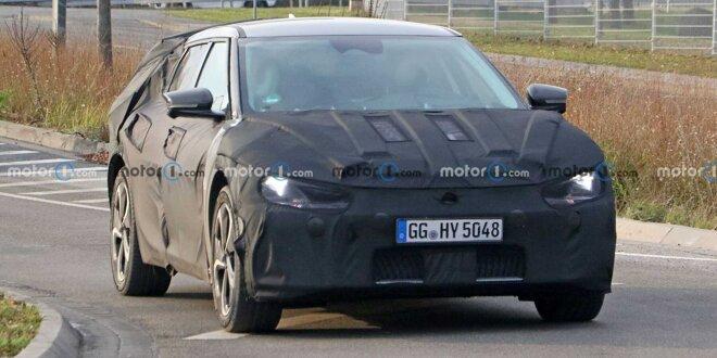 Enthüllt wird es im Laufe des Jahres 2021 -  Elektro-SUV von Kia gut getarnt