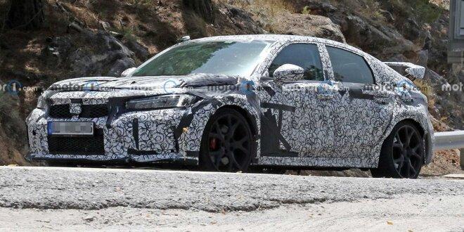 Der massive Heckflügel ist aber natürlich Pflicht - Honda Civic sieht brav aus