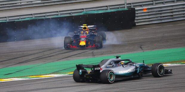 """Die Szene des Grand Prix von Brasilien: Max Verstappen schubst Esteban Ocon, den er später einen """"Idioten"""" und eine """"Pussy"""" schimpfen wird, gleich mehrfach."""