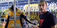 Valentino Rossi führt durch seinen Kleiderschrank