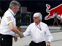 Ross Brawn (Mercedes-Teamchef), Bernie Ecclestone (Formel-1-Chef)