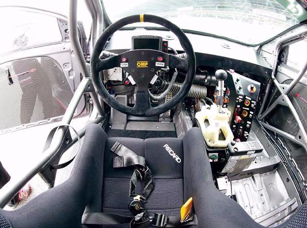 cockpit hyndai i30 turbo rennversion im h rtetest hyundai i30 turbo f r die nordschleife. Black Bedroom Furniture Sets. Home Design Ideas