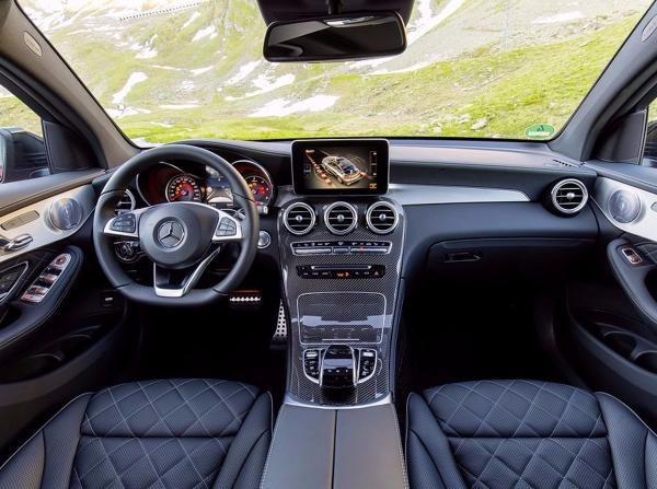 Auto cockpit mercedes  Cockpit des Mercedes-Benz GLC 350d 4Matic Coupé - Mercedes-Benz ...