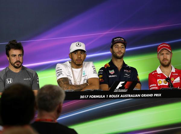 Alonso, Hamilton, Ricciardo und Vettel scherzten in der Pressekonferenz